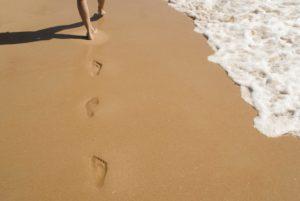 distorsione caviglia milano camminare sabbia